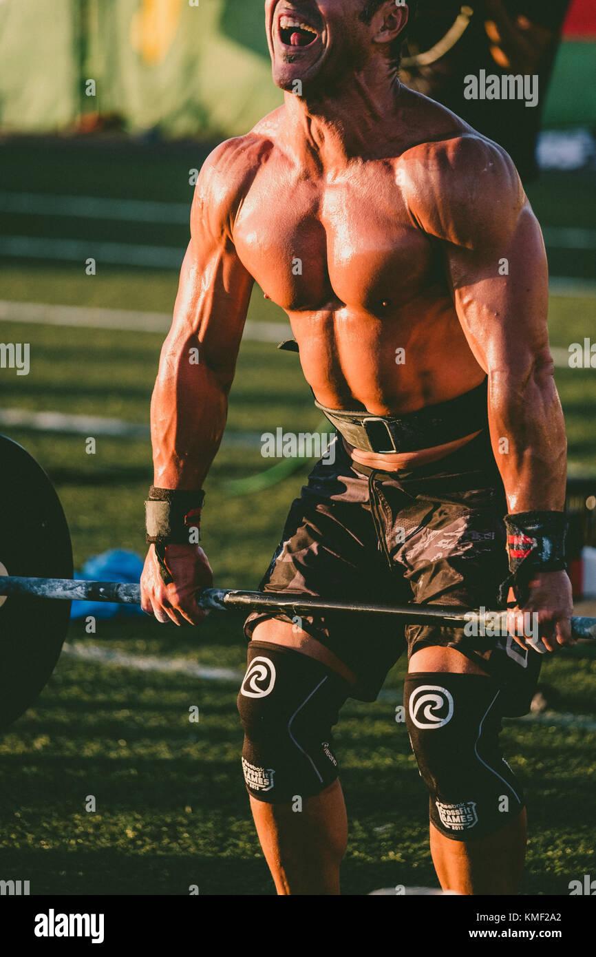 Construction musculaire de l'athlète masculin avec la levée de poids durant la compétition, tenerife, Photo Stock