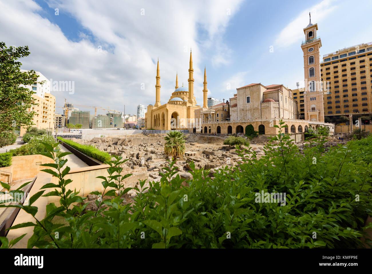 Saint George cathédrale maronite et Mohammad al amine mosquée bleue à travers les ruines romaines au centre-ville Banque D'Images