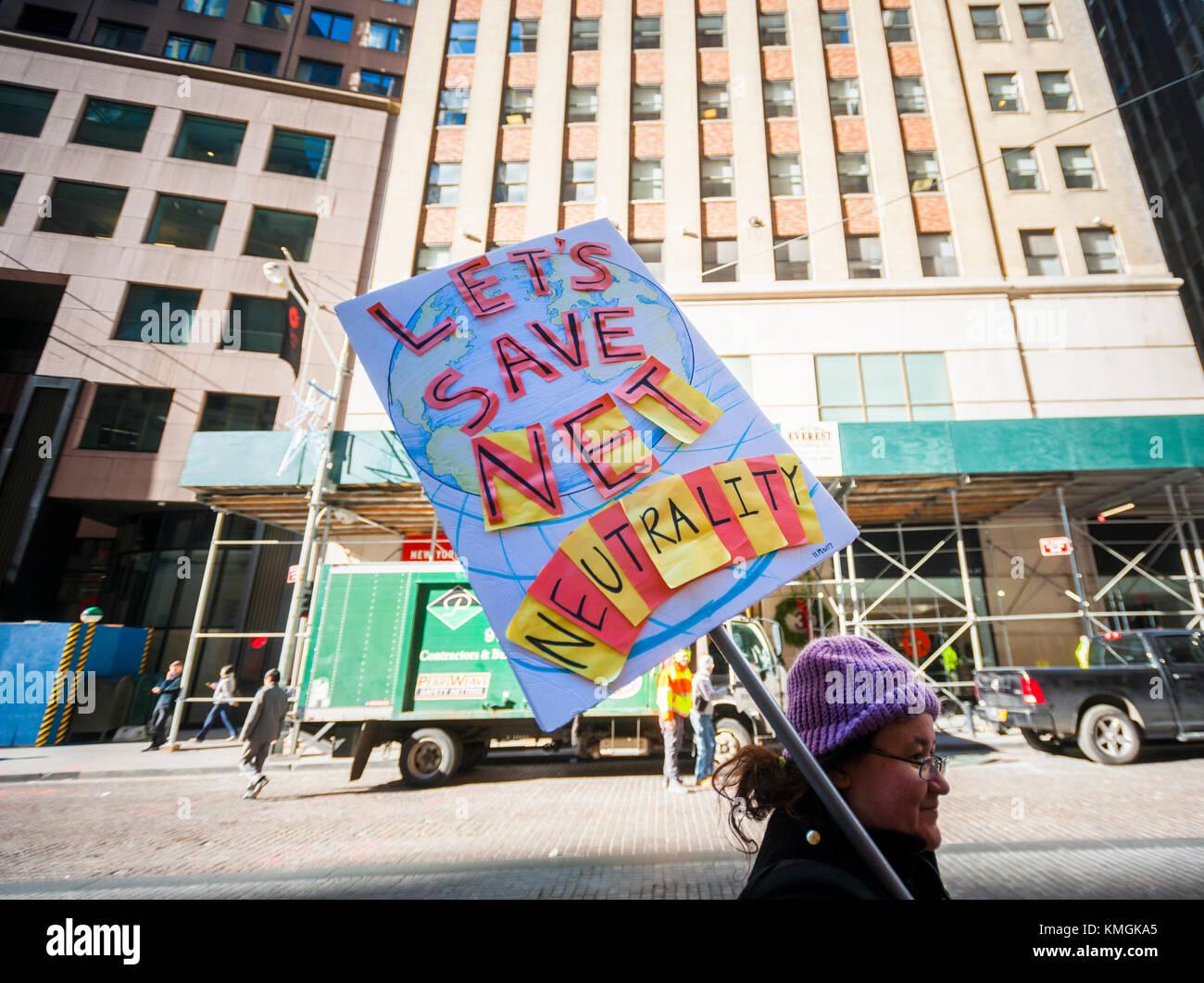 New York, USA. 07Th dec, 2017 manifestation devant les militants. Un magasin Verizon dans le lower Manhattan à New Banque D'Images