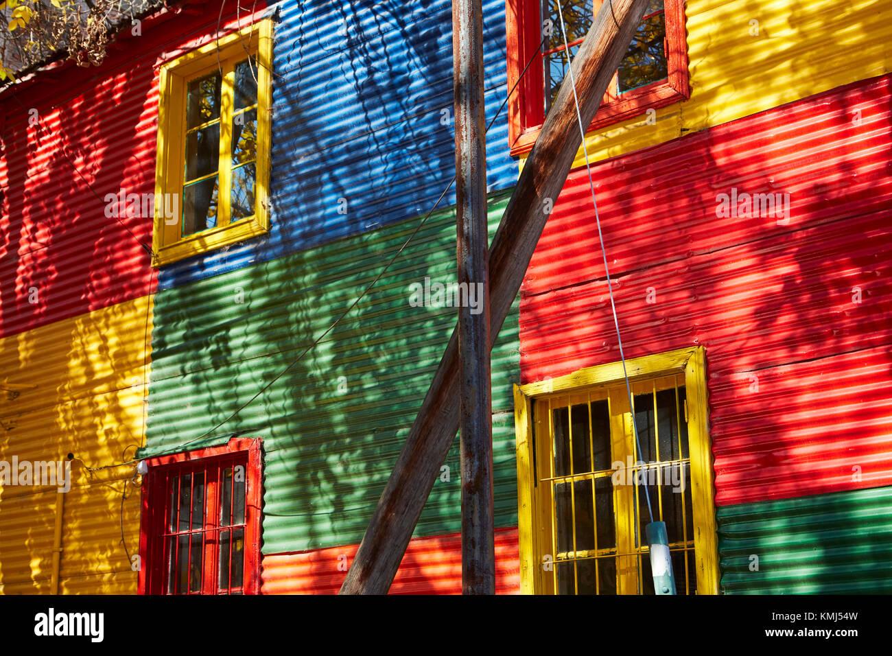 Les bâtiments colorés de la tôle ondulée, la Boca, Buenos Aires, Argentine, Amérique du Sud Banque D'Images