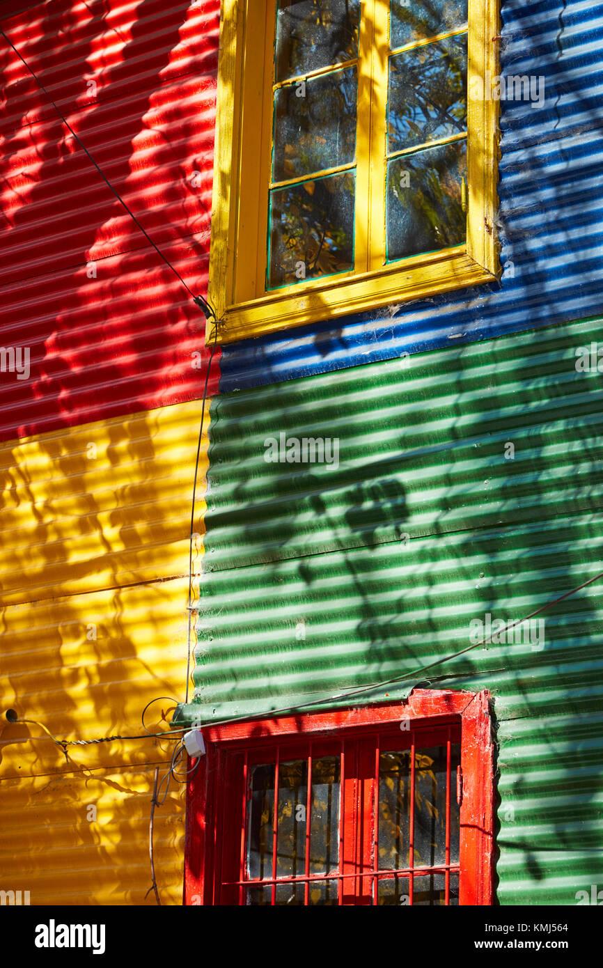 Les bâtiments colorés de la tôle ondulée, la Boca, Buenos Aires, Argentine, Amérique du Photo Stock