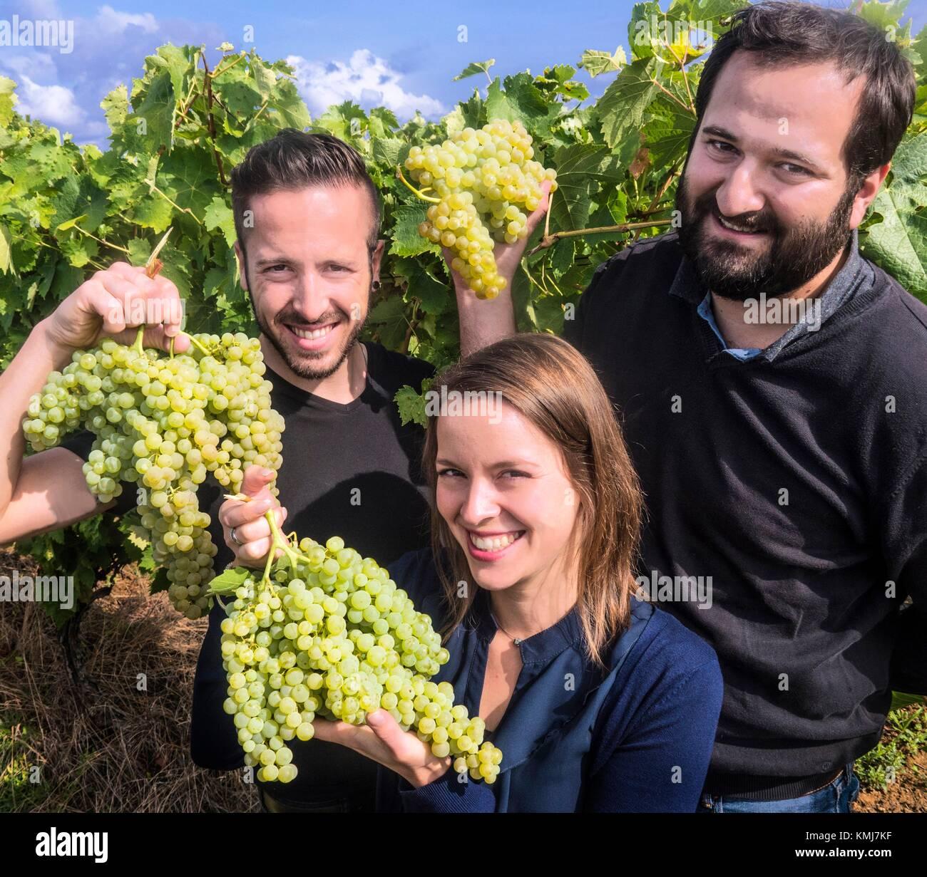 France, Midi Pyrénées, Gers. La nouvelle génération, Kevin,Vanessa et Gaël Gessler de winees Photo Stock
