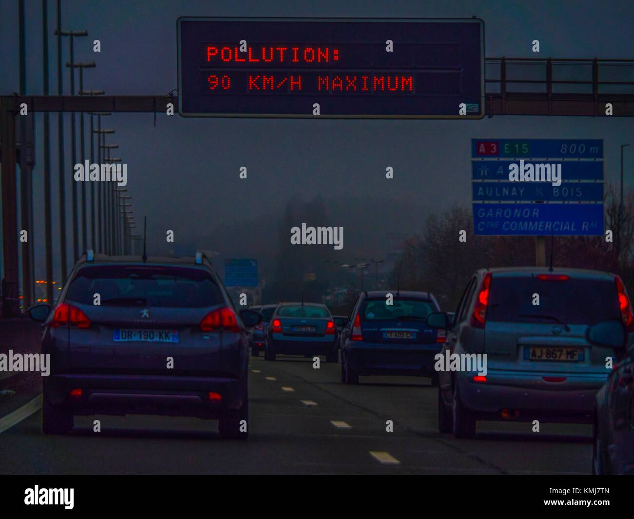 La France. Paris. Pollution atmosphérique Photo Stock