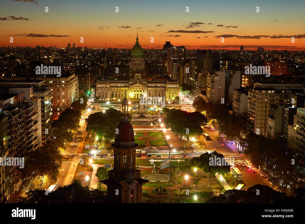Coucher du soleil sur la plaza del congreso, et Palacio del Congreso, du Palacio Barolo, Buenos Aires, Argentine, Photo Stock