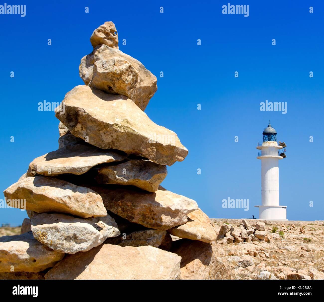 Barbaria formentera phare et faire un souhait monticule de pierres Banque D'Images