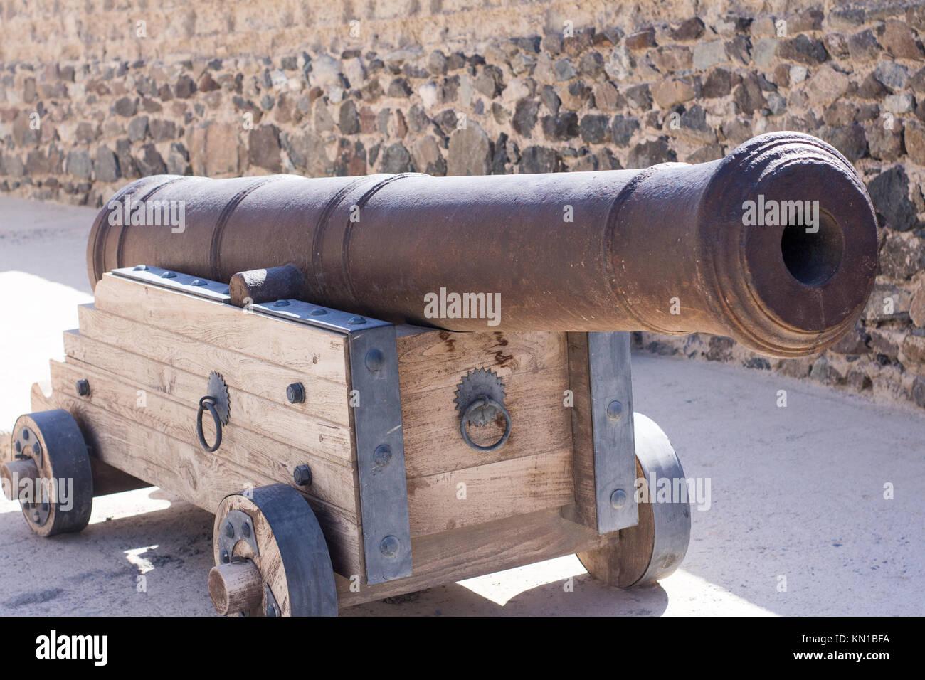 Canon ancien utilisé dans les guerres comme arme. lourd et arme solide par des forces militaires. Banque D'Images