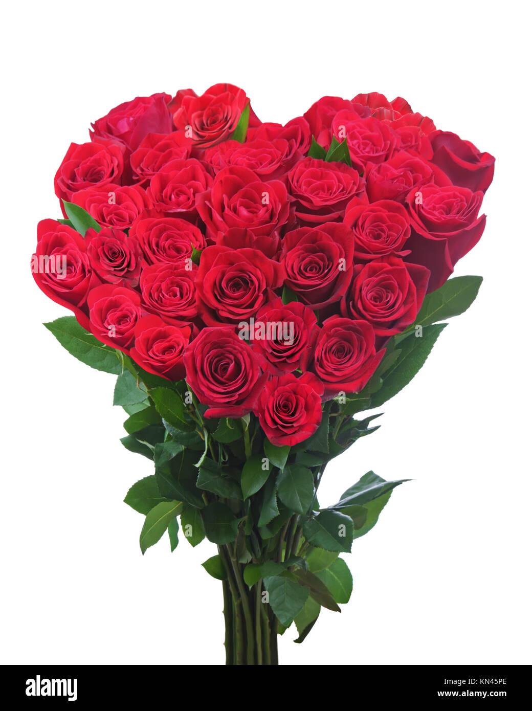 bouquet de roses rouges en forme de cœur isolé sur fond blanc. libre