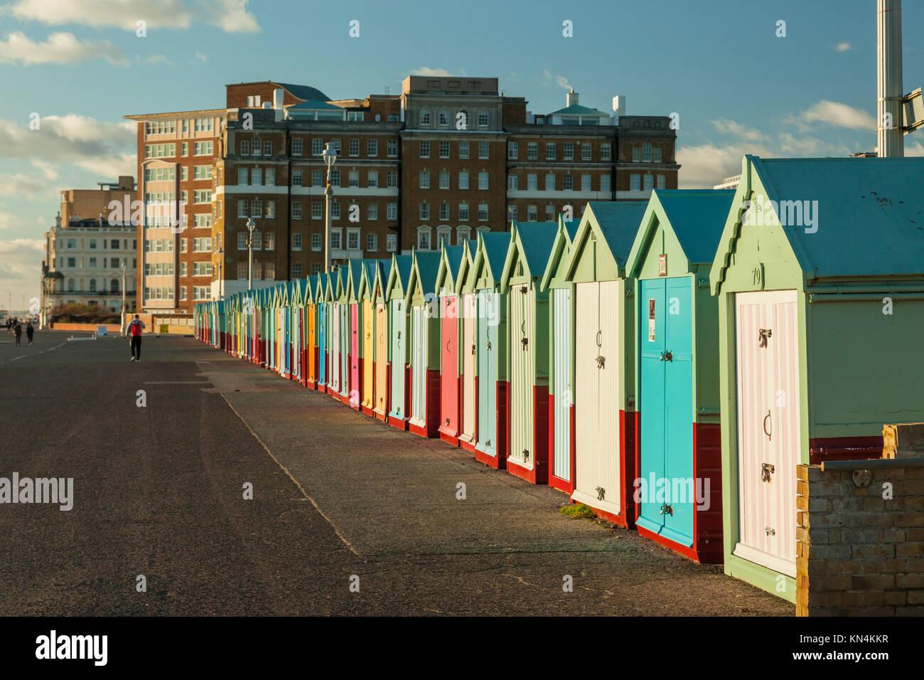 Cabines de plage de Brighton sur un après-midi d'hiver, East Sussex, Angleterre. Photo Stock
