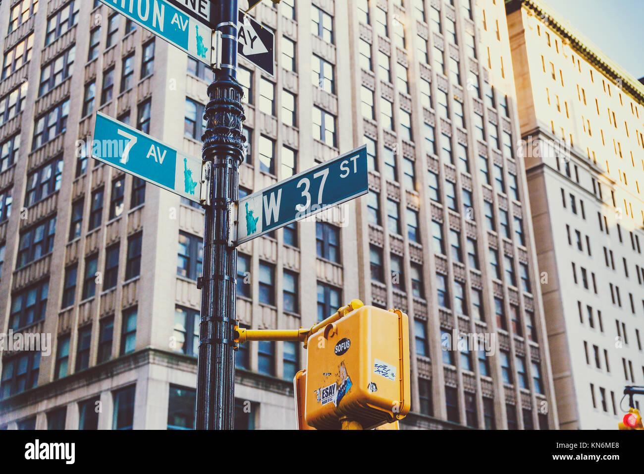 NEW YORK, USA - Septembre 4th, 2017: architecture et les plaques de rue à Manhattan, New York Banque D'Images