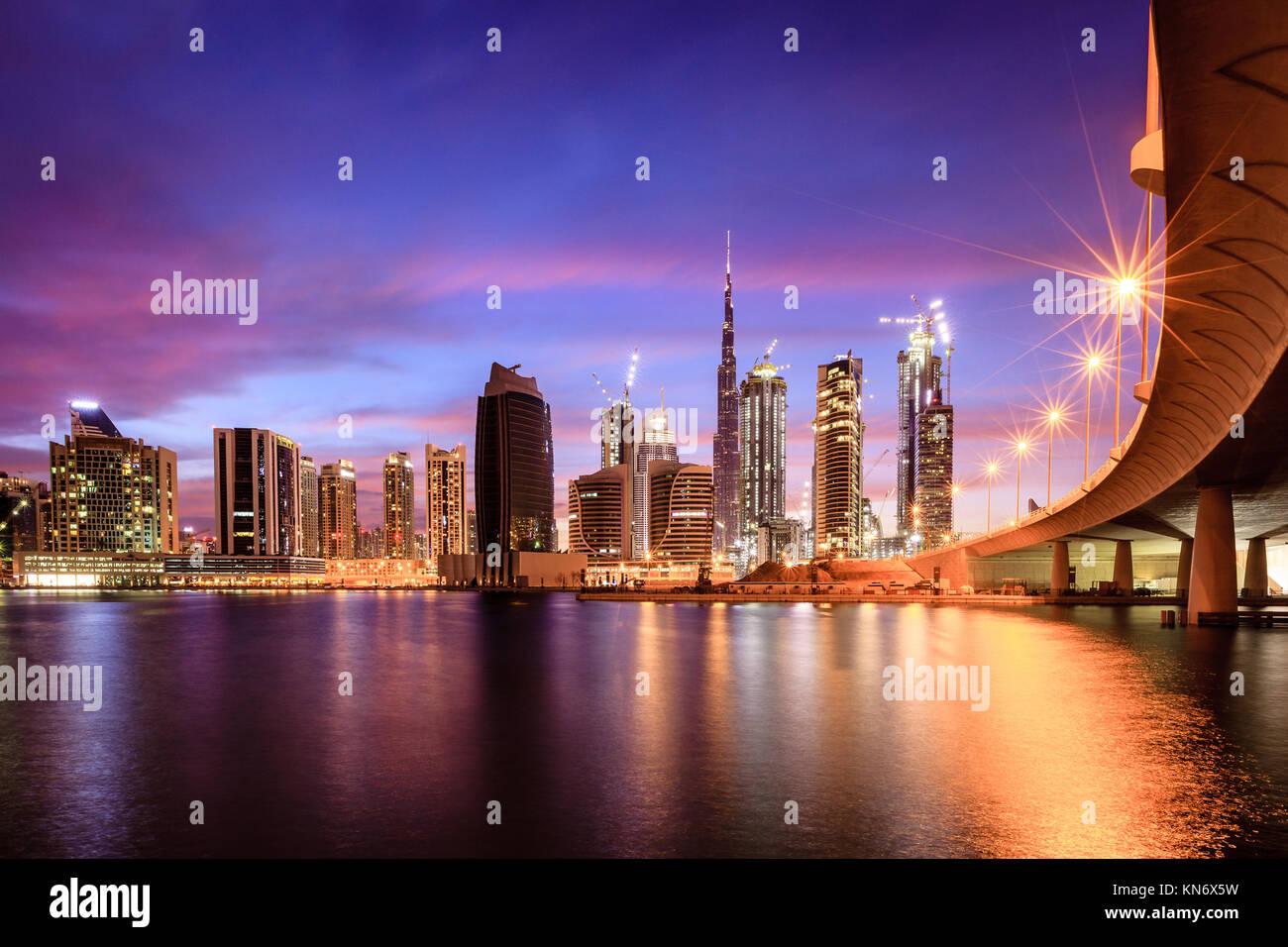 Vue sur Dubai downtown skyline at night Photo Stock