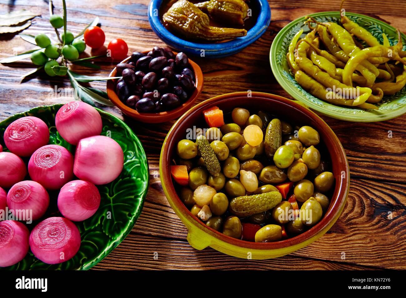Cornichons Tapas olives mélange oignon piment aubergine de l'Espagne. Photo Stock