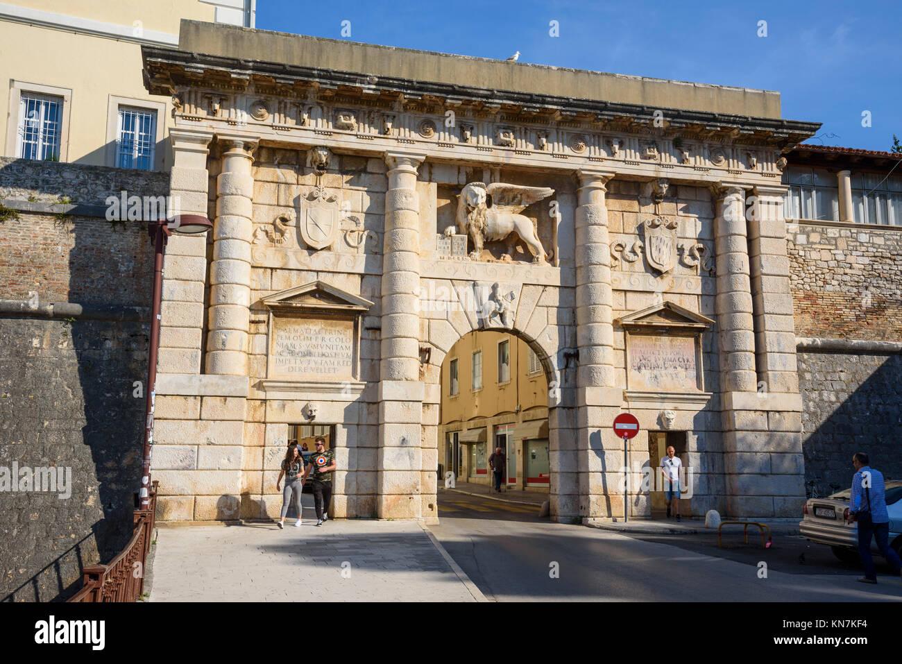 Land Gate et les remparts de la ville, Vieille Ville, Zadar, Croatie Photo Stock
