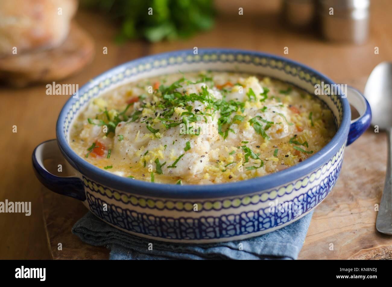 Ragoût de poisson sicilien, le couscous et les tomates. Photo Stock