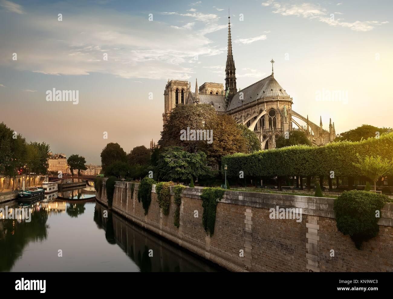 Coucher de soleil sur Notre Dame de Paris, France. Photo Stock