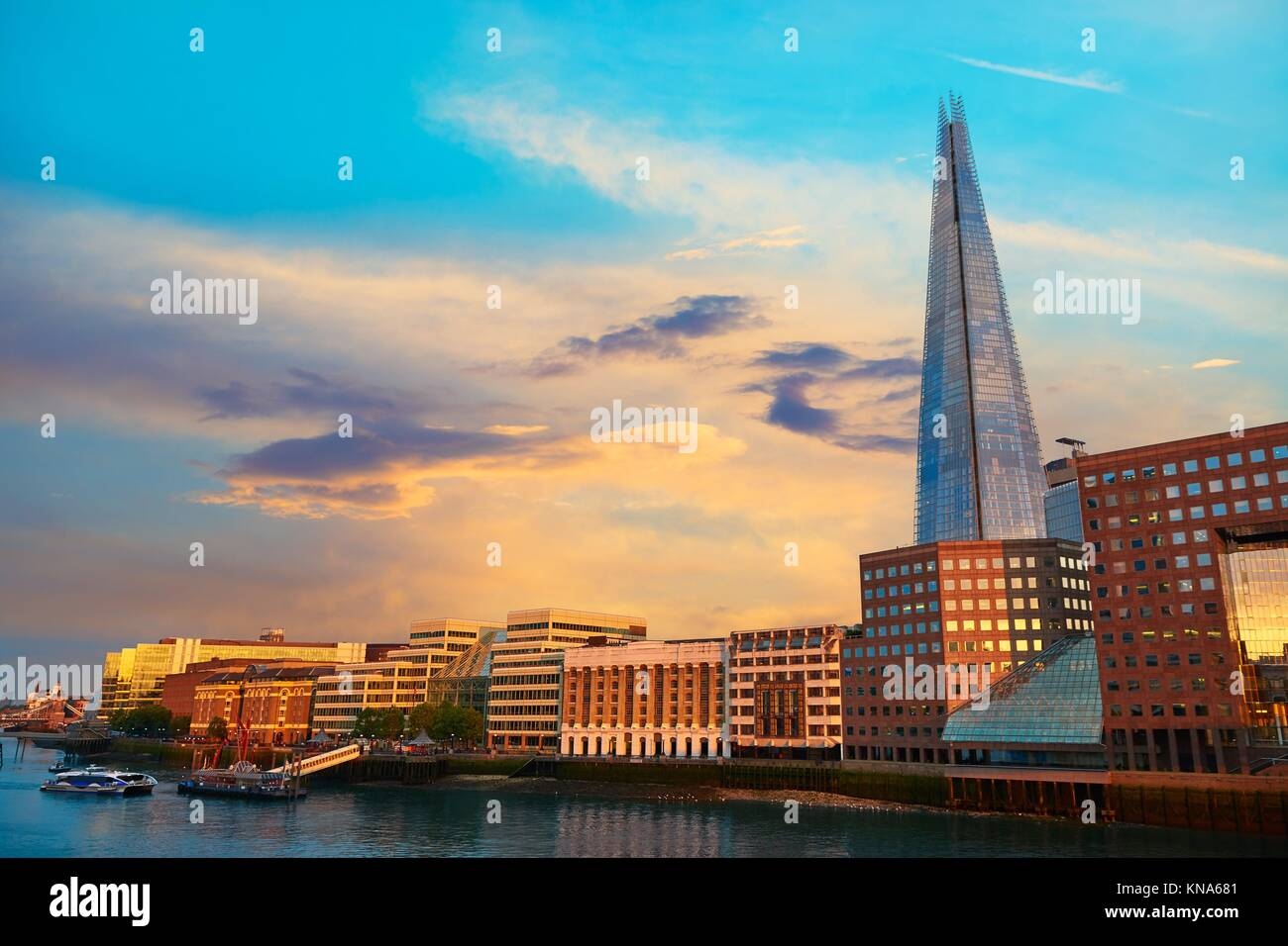 Le Shard London building au coucher du soleil en Angleterre. Photo Stock