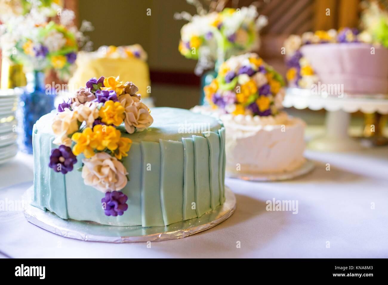 Gâteau de mariage fantaisiste à une réception unique dans l'Oregon. Photo Stock