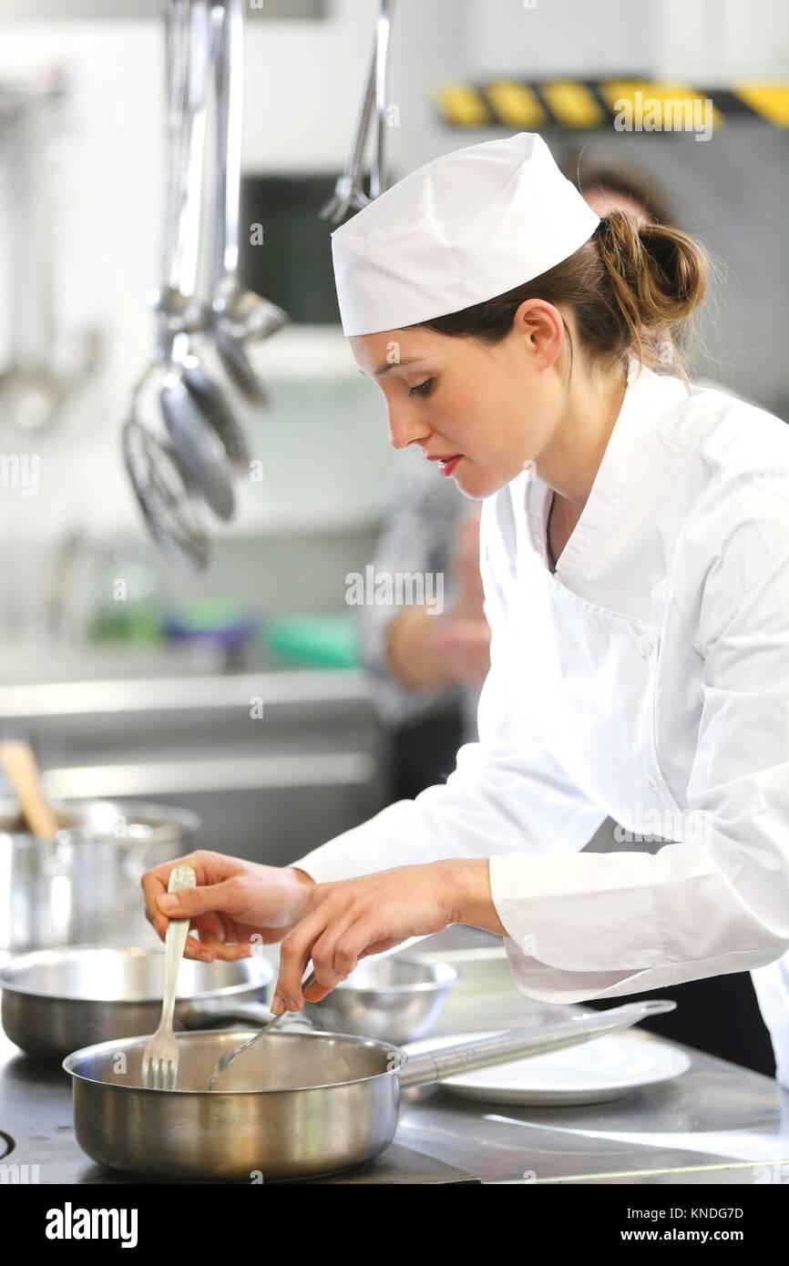 Chef cuisinier à l'école de cuisine, cuisine, école, Donostia, San Sebastian, Gipuzkoa, Pays Photo Stock