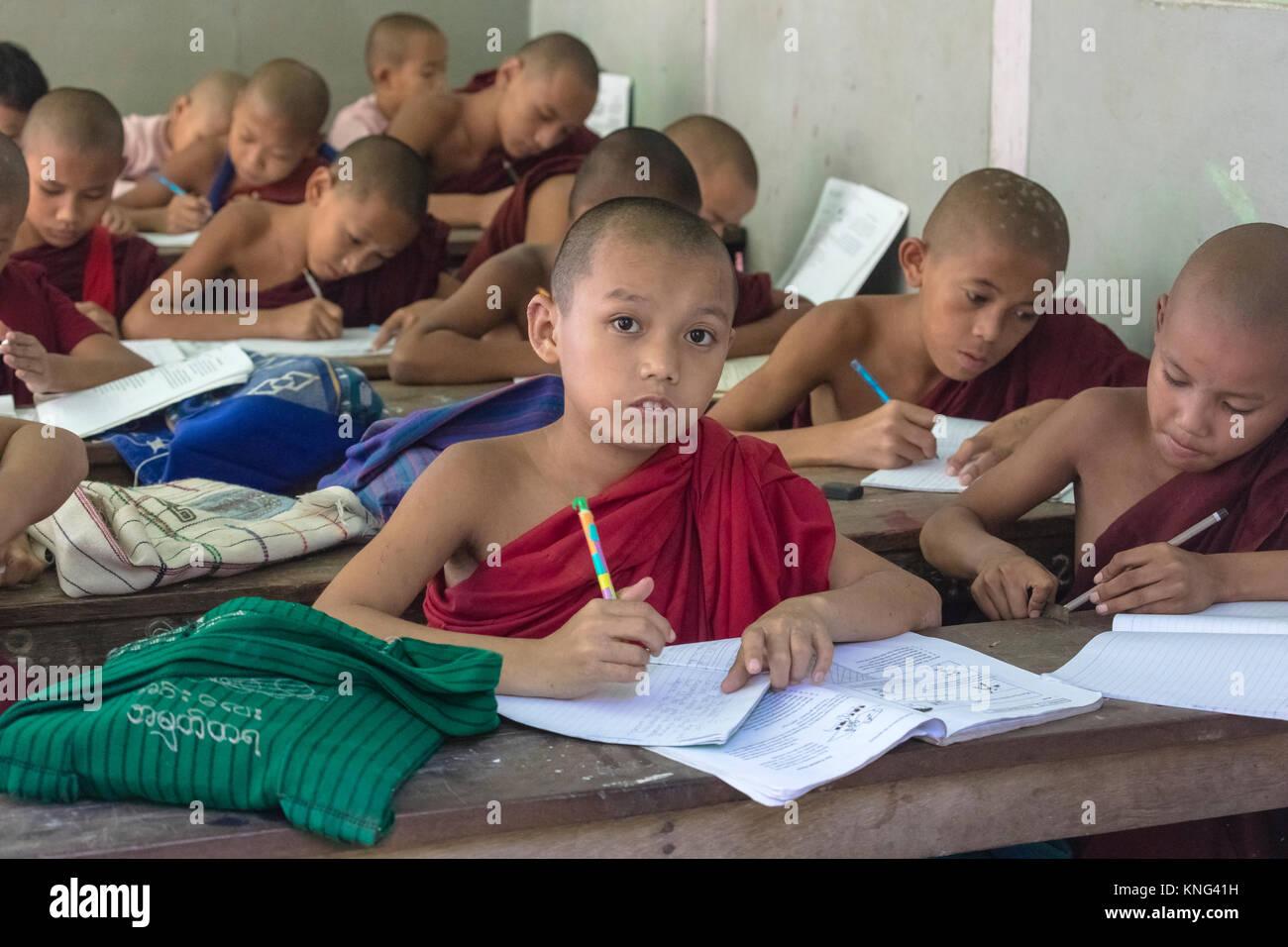 L'école de moine, Rhône-Alpes, Mandalay, Myanmar, en Asie Photo Stock