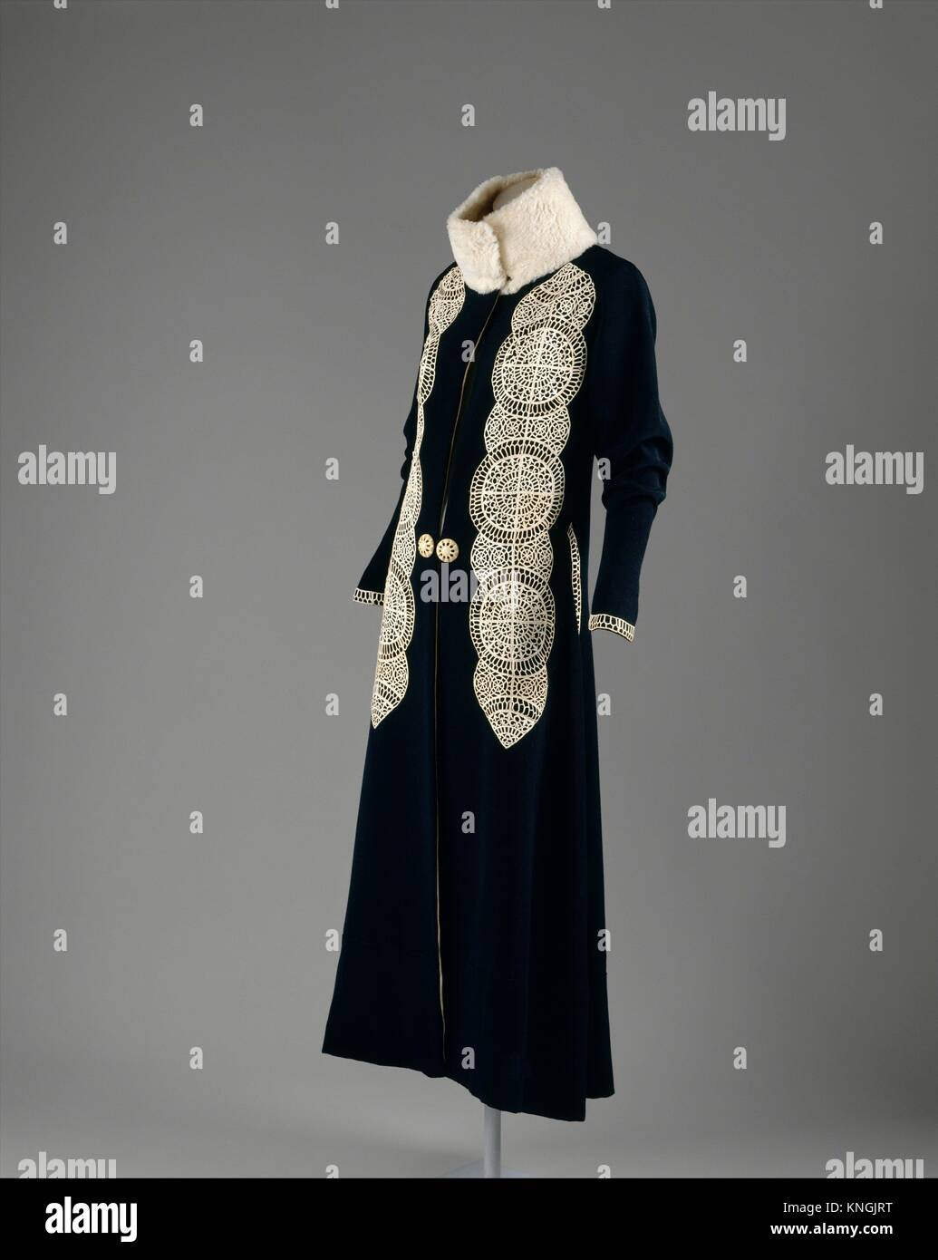 Manteau. Designer: Paul Poiret (français, Paris 1879-1944 Paris); Date: ca. 1919; Culture: Photo Stock
