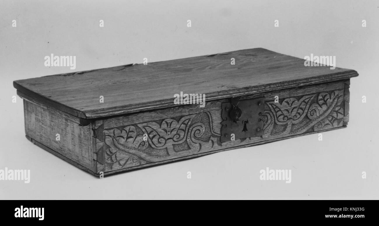 Fort rencontré 142978934-américain, Fort, 1690?1710, chêne, pin, 4 x 13 3/4 x 25 3/4 in. (12,1 x 63,5 x 34,9 cm). Le Metropolitan Museum of Art, New York. Don de Mme J. Insley Blair, 1948 (48,158.10) Banque D'Images