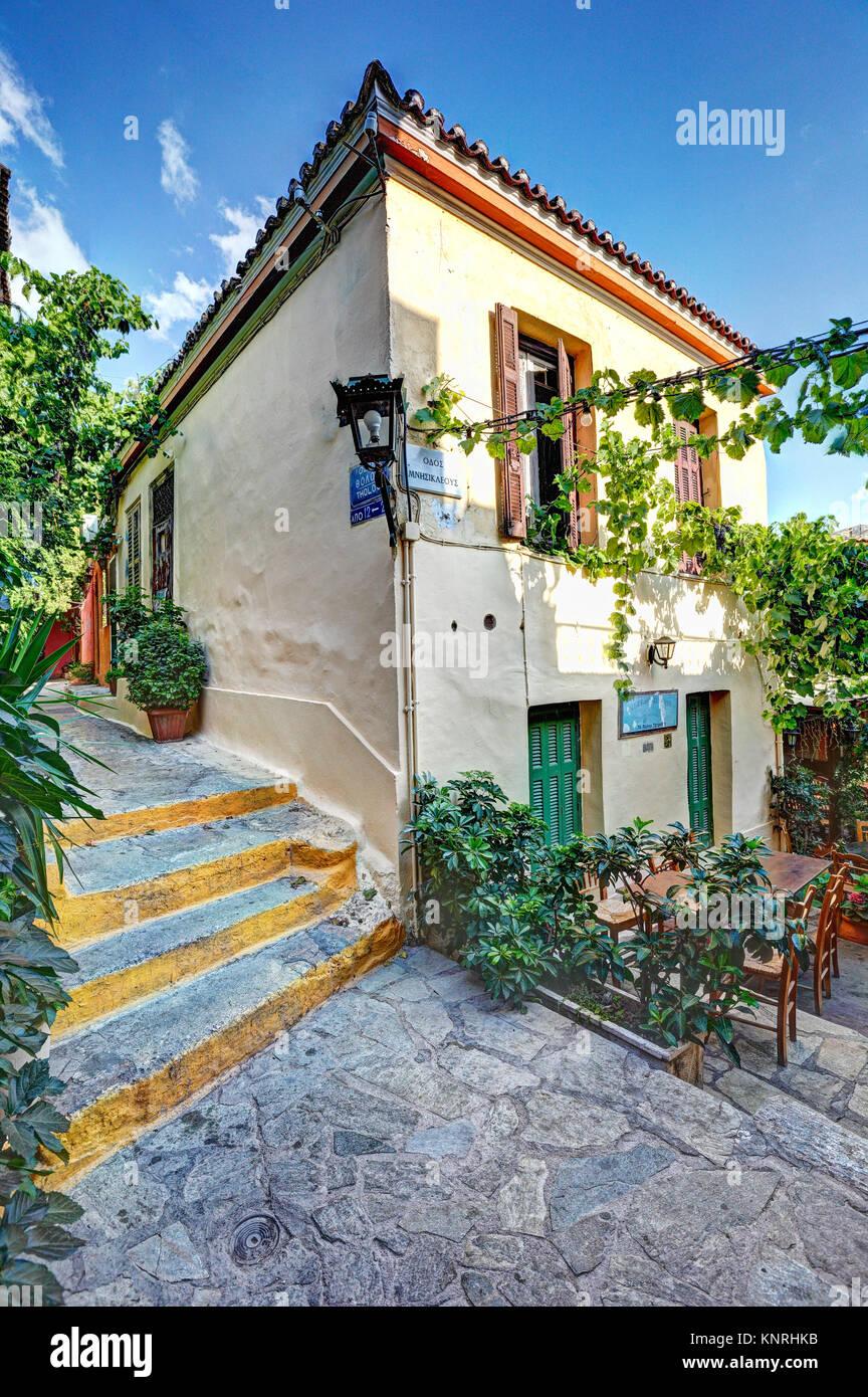 Un restaurant pittoresque de Plaka à Athènes, Grèce Photo Stock