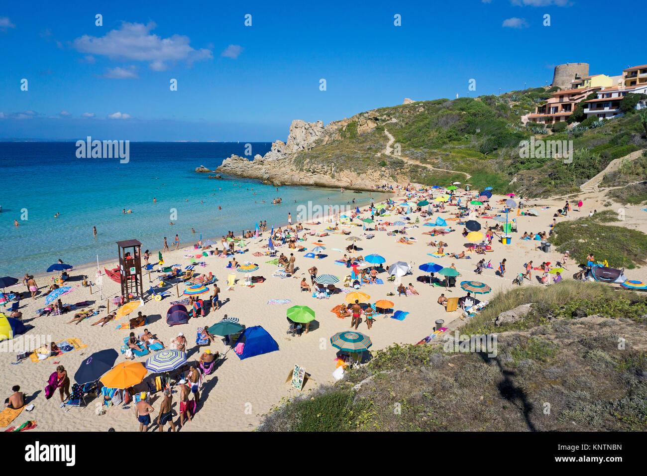 Beachlife à la plage Rena Bianca, Santa Teresa di Gallura, Sardaigne, Italie, Méditerranée, Europe Banque D'Images