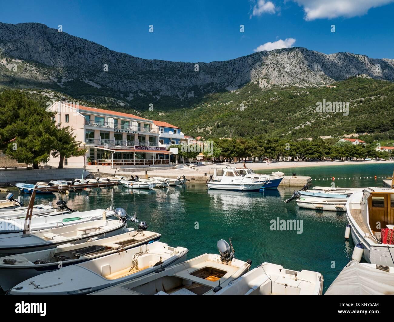 Drvenik Croatie Plage et Port. Photo Stock