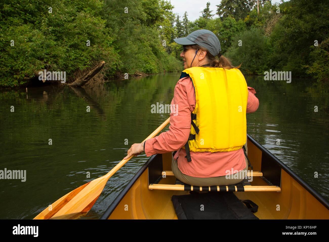 Canoë le Luckiamute Luckiamute, Rivière Landing State Park, Oregon. Photo Stock
