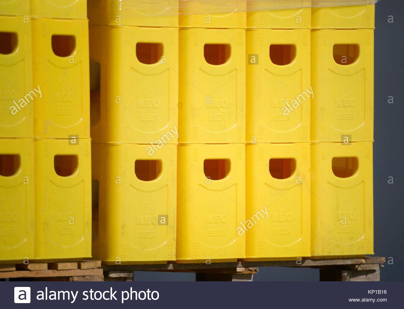 2017 leurope la grce chypre limassol vue sur les caisses en plastique empiles bire brasserie - Caisse Biere Plastique