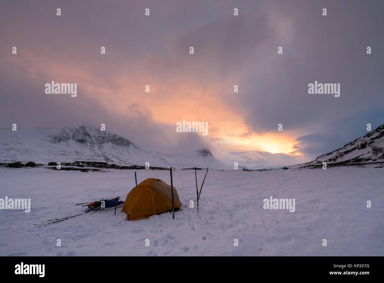 Ski de randonnée en Laponie suédoise, dans la région de montagnes massives Kebnekaise. La Suède, Photo Stock