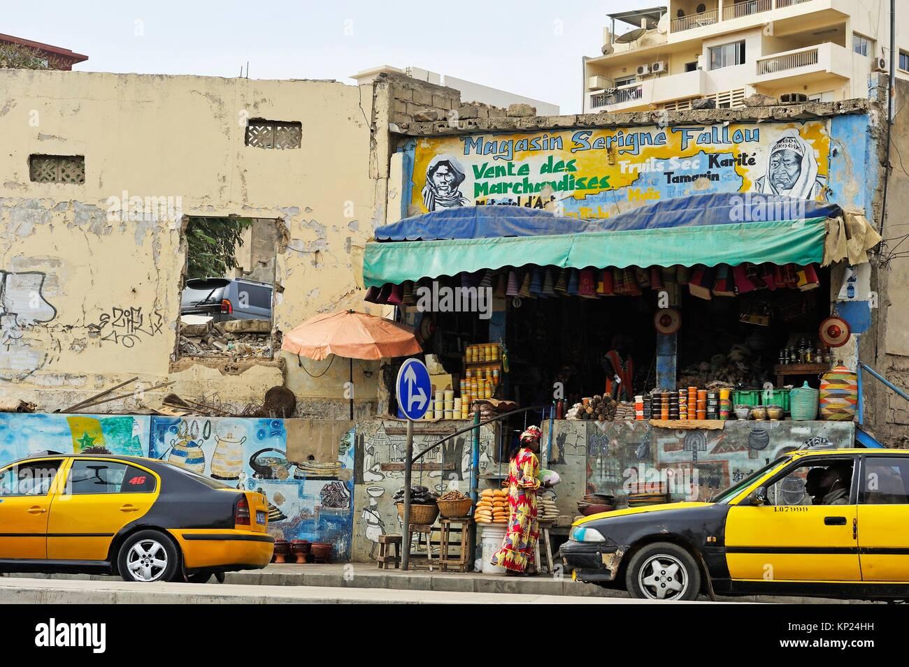 Boutique à côté du Rond-Point du tirailleur, Dakar, Sénégal, Afrique de l'Ouest. Photo Stock