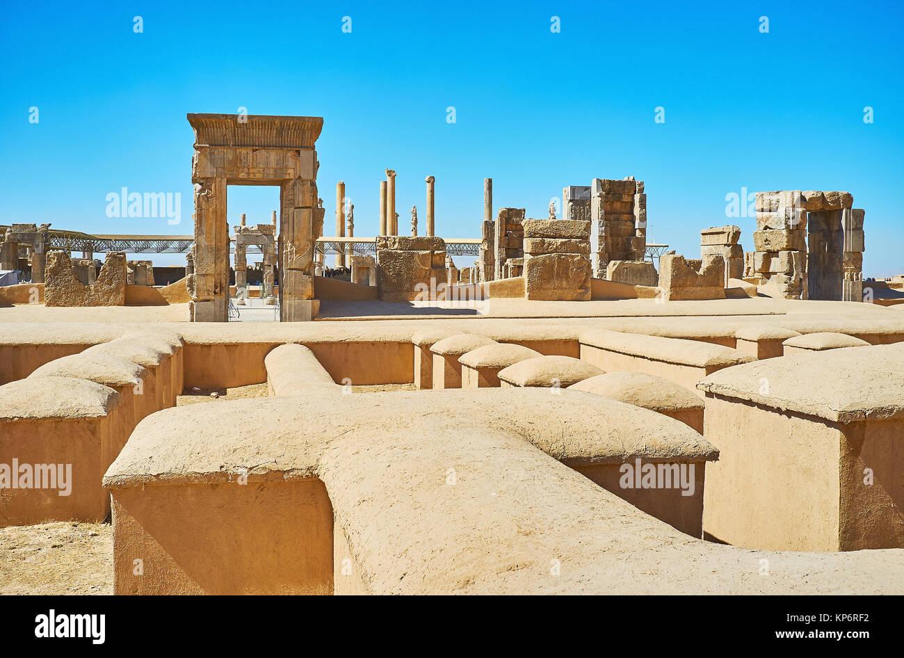 Portes en pierre préservé de centaines de colonnes Hall, situé à Persépolis site archéologique, Photo Stock