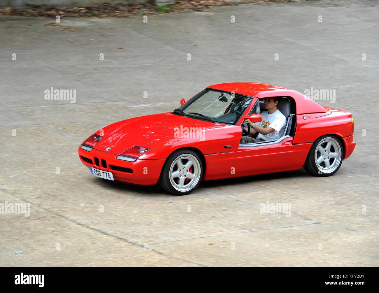 Bmw z1 1989 1991 voiture de sport allemande avec portes coulissantes verticalement banque d - Voiture avec portes laterales coulissantes ...