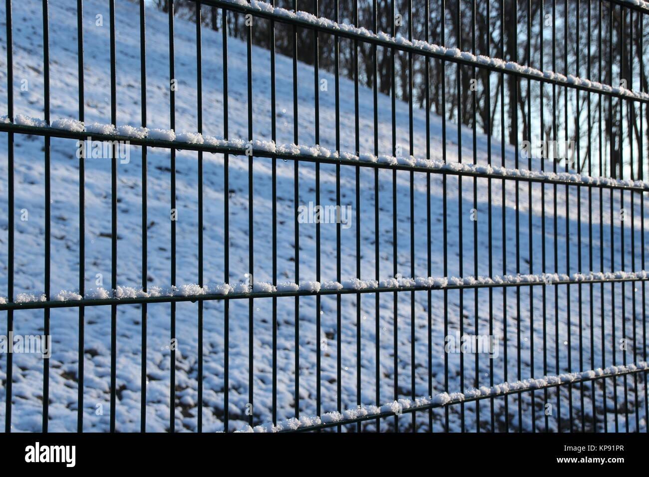 Une clôture en hiver Photo Stock