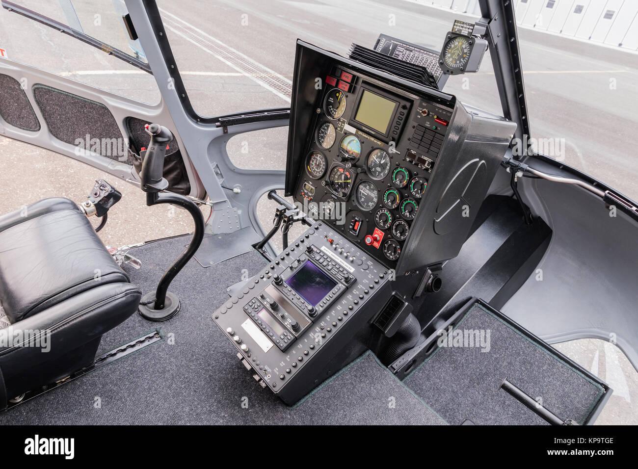 Instruments de pilotage - Hélicoptère de bord. De l\'intérieur ...