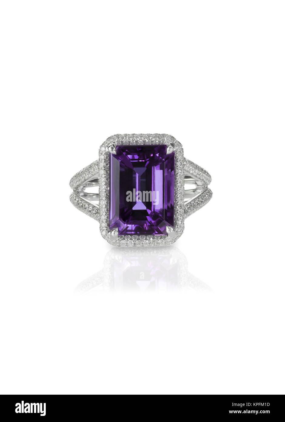 Améthyste diamant bague fiancailles mariage mariée pourpre Photo Stock cfc4d72bdfce