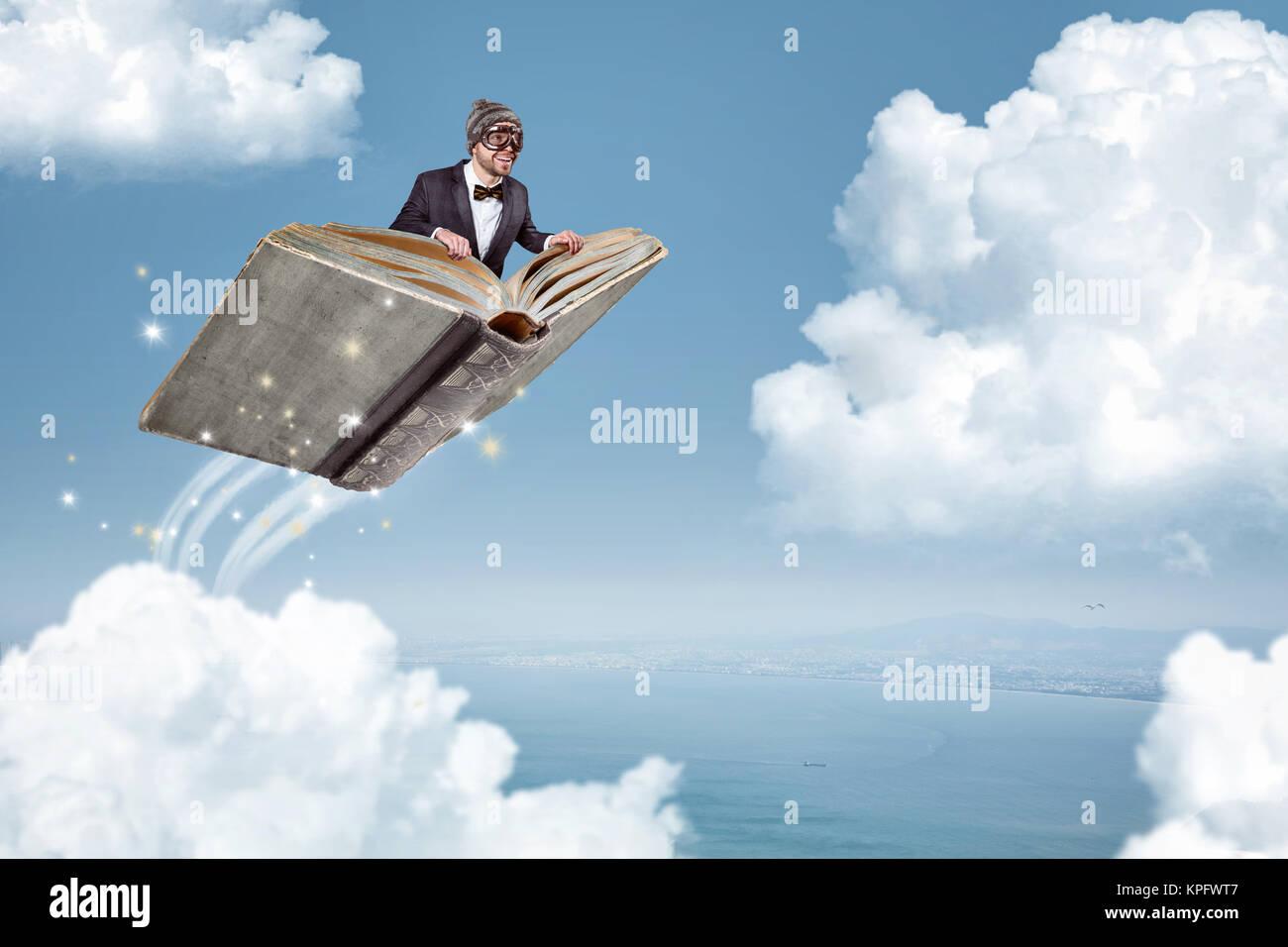 L Homme Volant Sur Un Livre Sur Les Nuages Banque D Images
