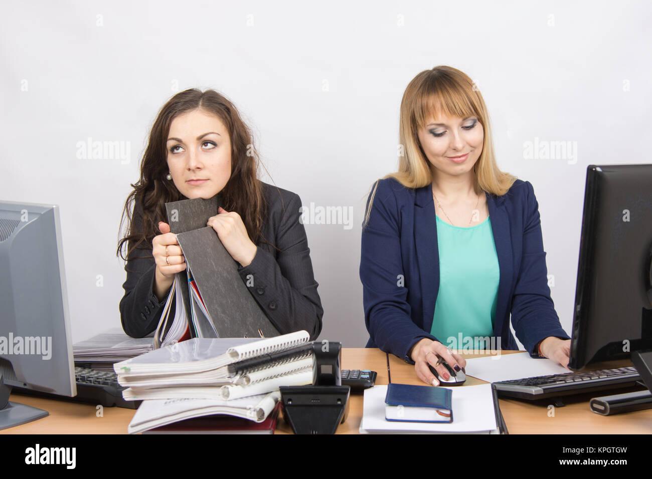 Les collègues de bureau on hait de travailler comme un deuxième