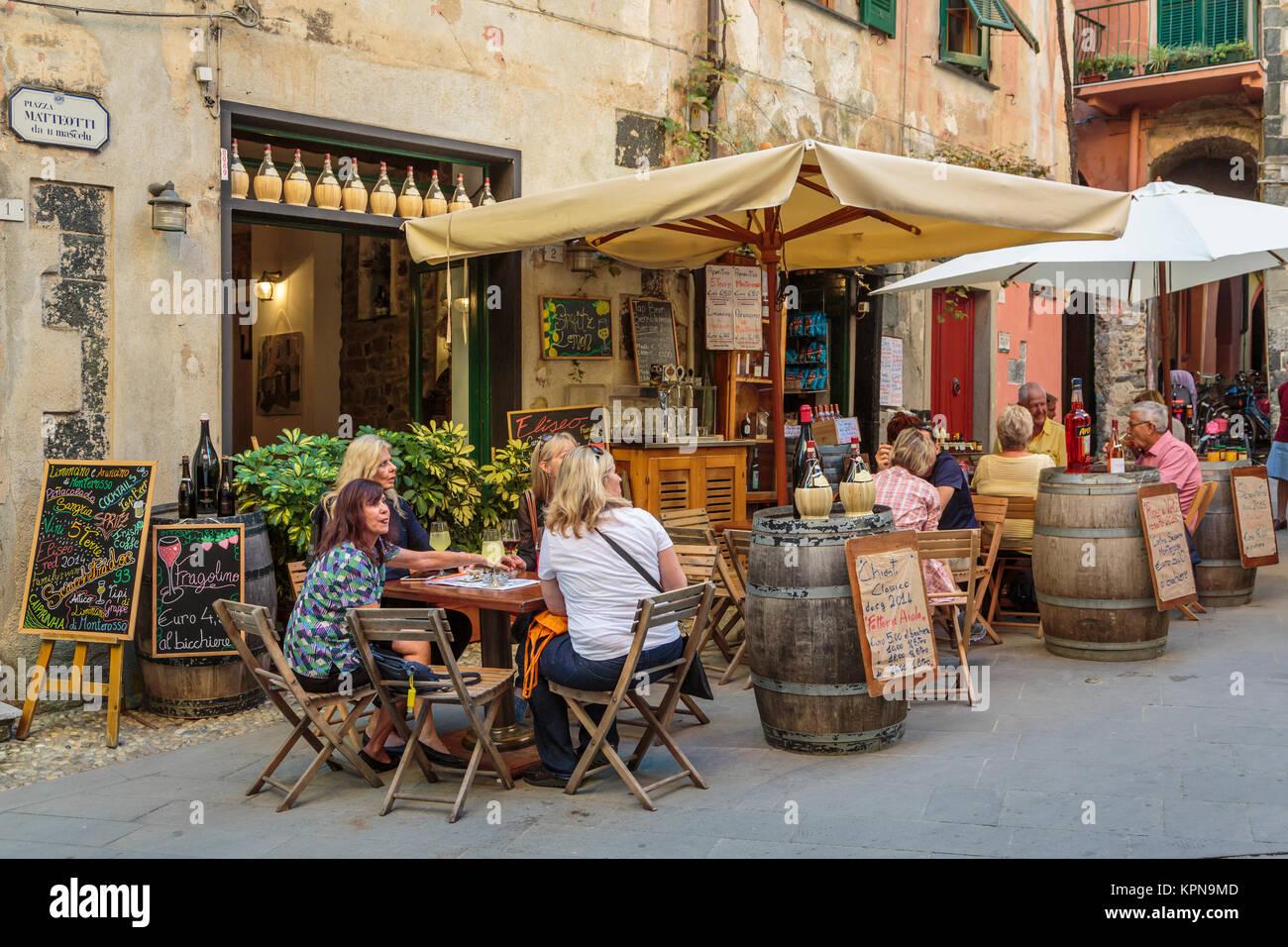 Un restaurant en plein air à Monterosso al Mare, Ligurie, Italie, Europe. Photo Stock