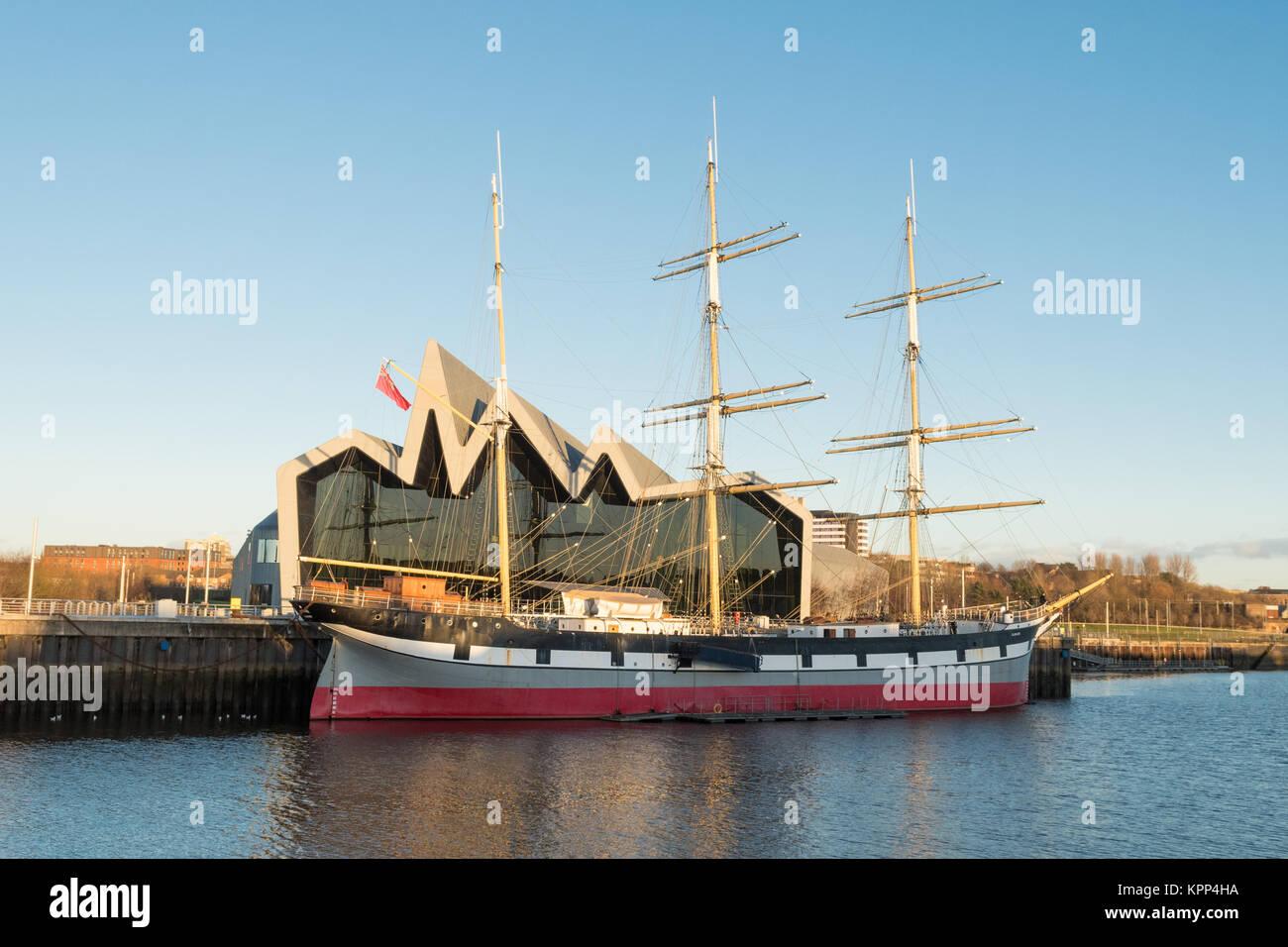 Riverside Museum - Musée des Transports de Glasgow et le grand voilier, Glasgow, Écosse, Royaume-Uni Photo Stock