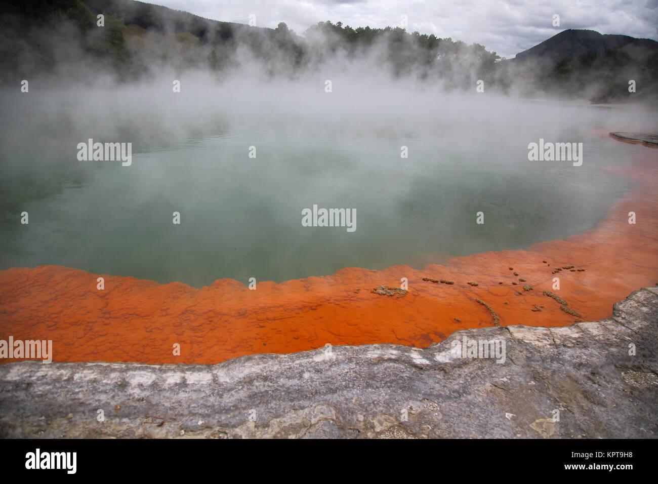 Champagne pool dans le wai-o-tapu thermal wonderland près de Rotorua nouvelle zélande Banque D'Images