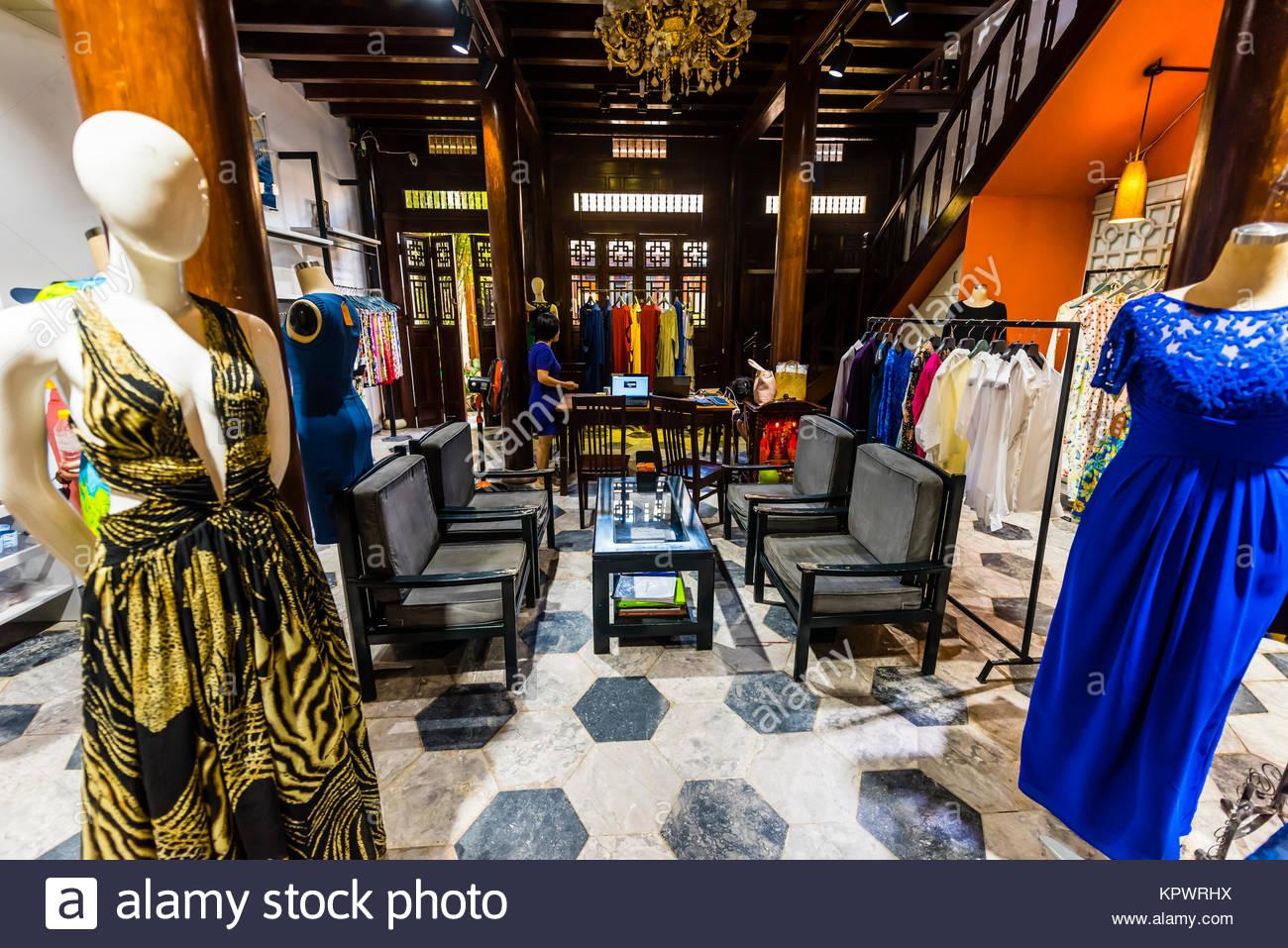 Yaly Couture, la plus prestigieuse sur mesure sur mesure et shoemaker à Hoi An, au Vietnam. Photo Stock