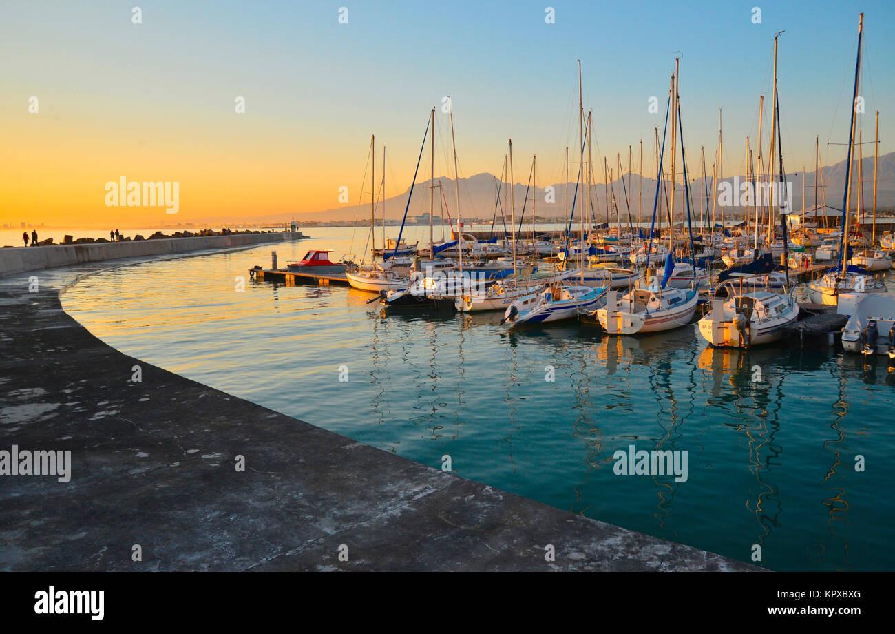 Gordons Bay de l'ouest du Cap est l'un des plus beaux endroits sur terre bénéficiant de statut Photo Stock