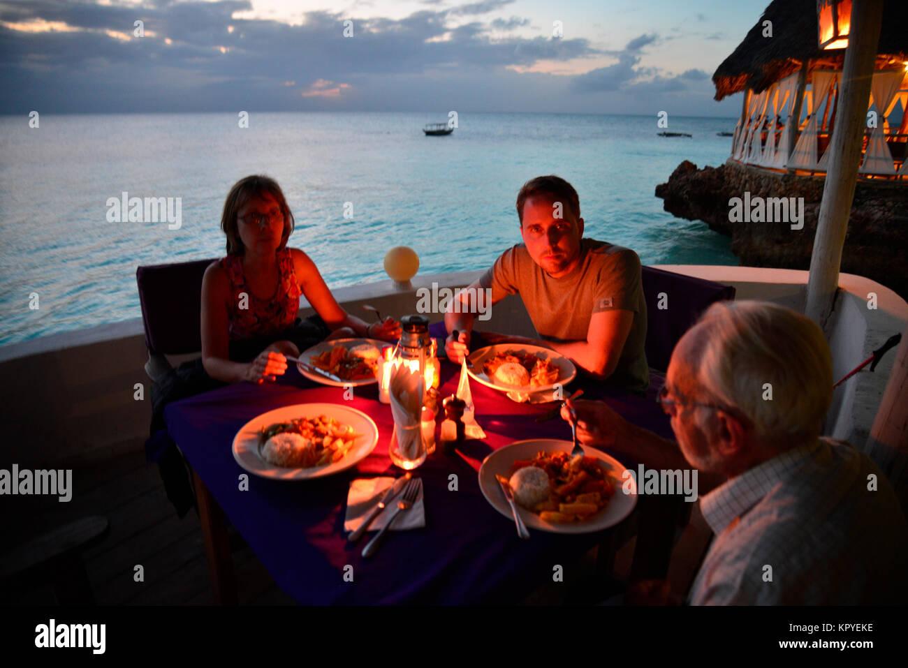 Zanzibar est un paradis de l'océan Indien que la plupart des gens peuvent se permettre de visiter pour Photo Stock
