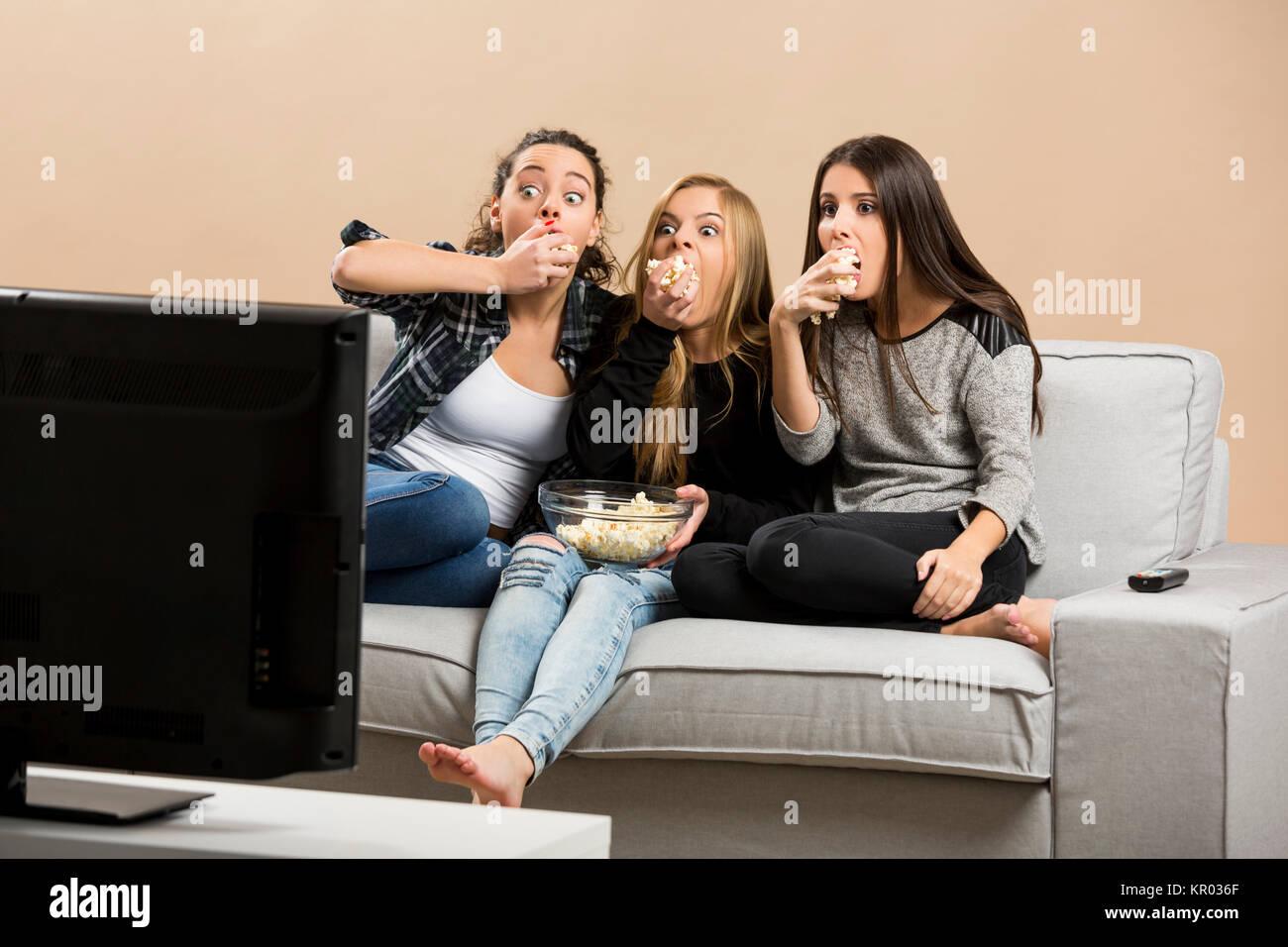 Peur de regarder des films chez les adolescentes Photo Stock