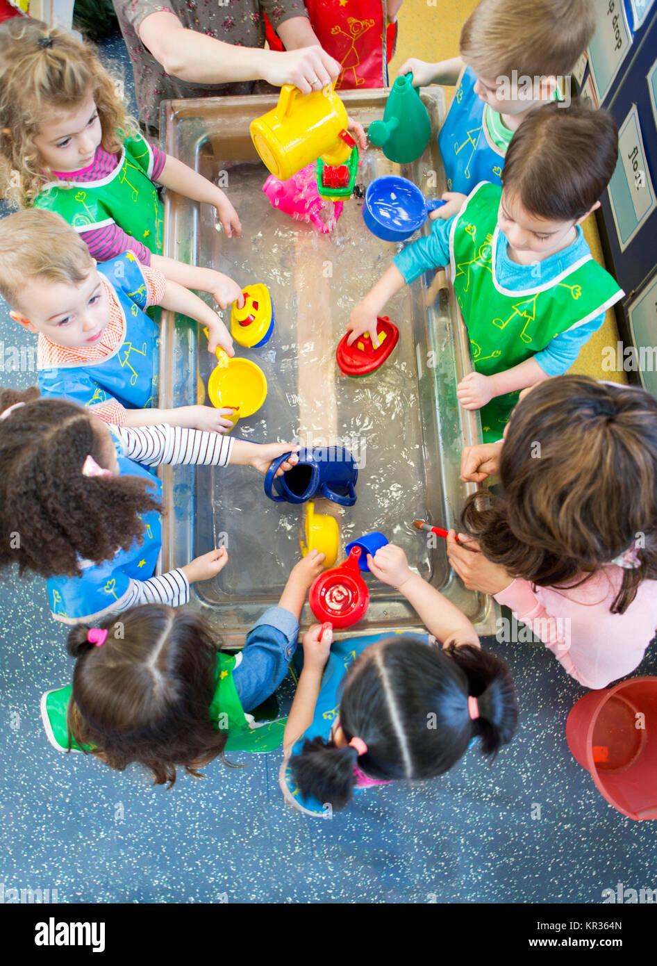 Jouer à Aqua Nursery Banque D'Images