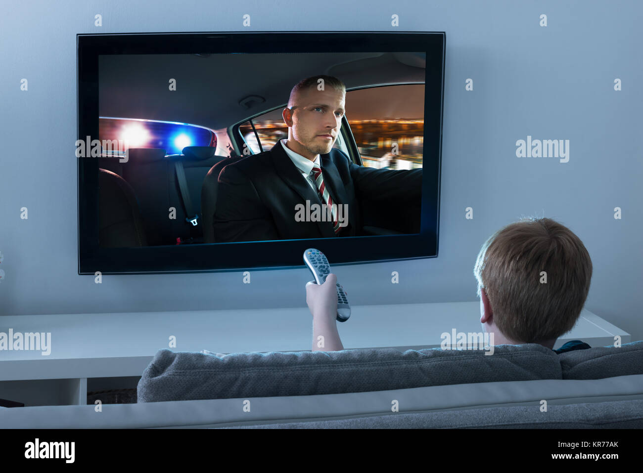 Boy Watching Movie à la télévision Photo Stock