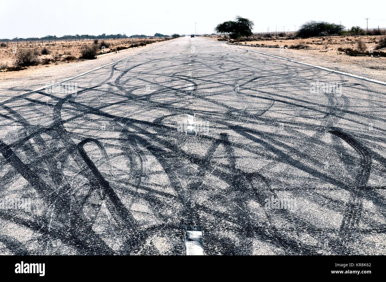 L'art de la route créé par la dérive, une voiture sport aventureux des jeunes dans le Moyen-Orient Photo Stock