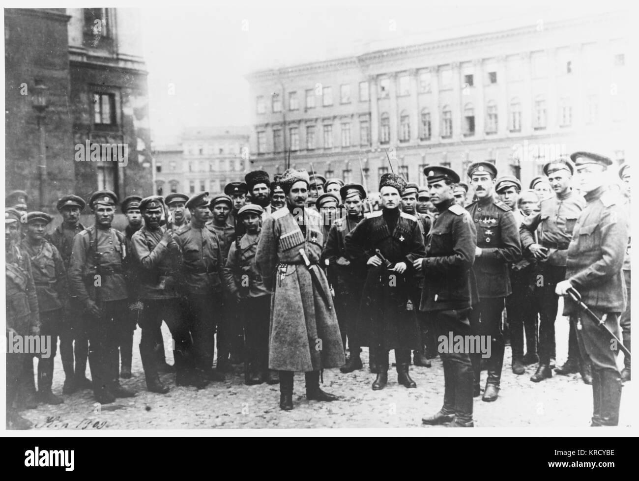 Les partisans de Kerensky se préparer à défendre son gouvernement contre la tentative du général Photo Stock