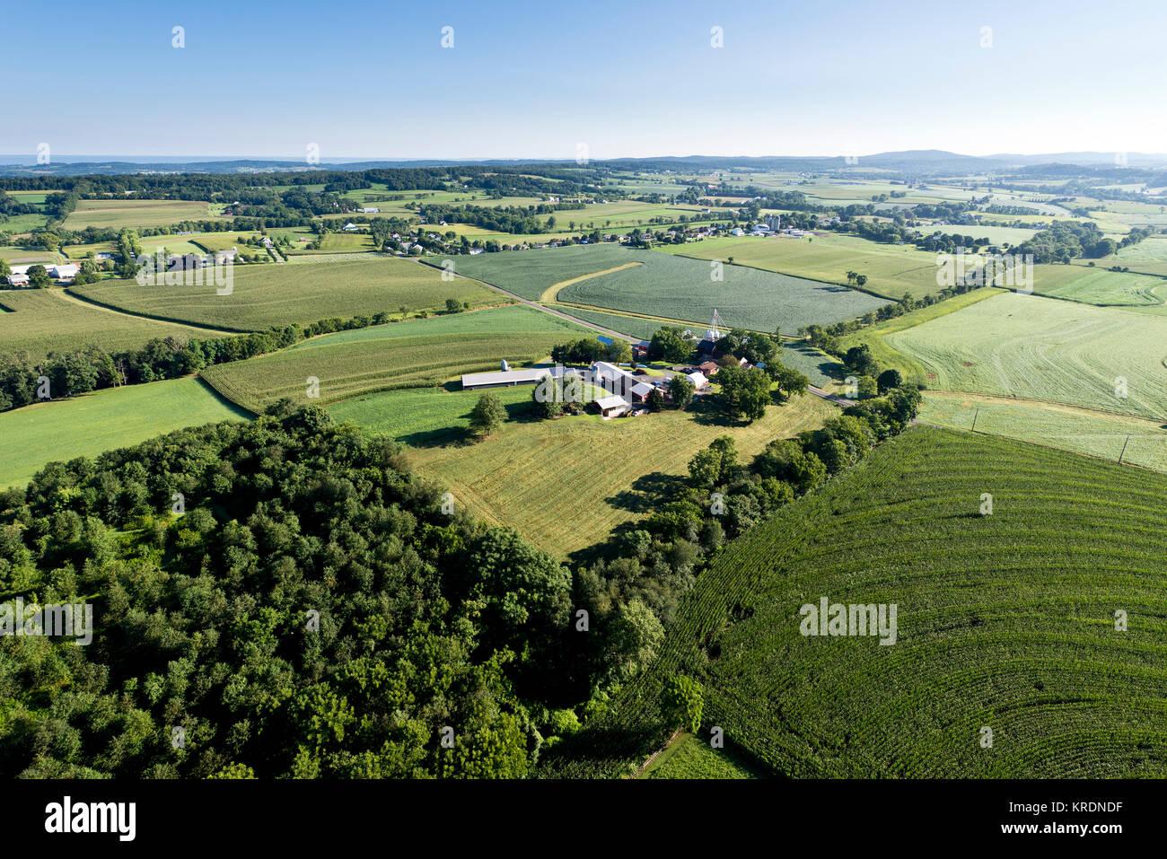 Vue aérienne de champs agricoles de CONTOUR ET LES MEILLEURES PRATIQUES DE GESTION, de Lancaster en Pennsylvanie Photo Stock